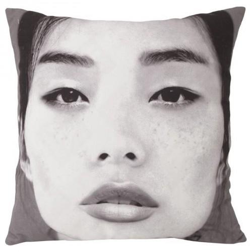 Coussin carré portrait japonais noir et blanc HK Living