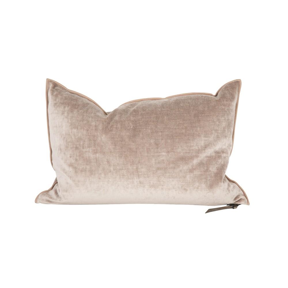 Coussin rectangulaire rose blush en velours maison de - Maison de vacances coussins ...